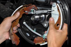 Read more about the article Как заменить тормозные колодки? Простой ремонт — показываем по шагам